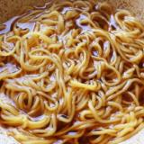朝から日清ラ王を食べて感動してた件。マルちゃん正麺より確実に美味い!